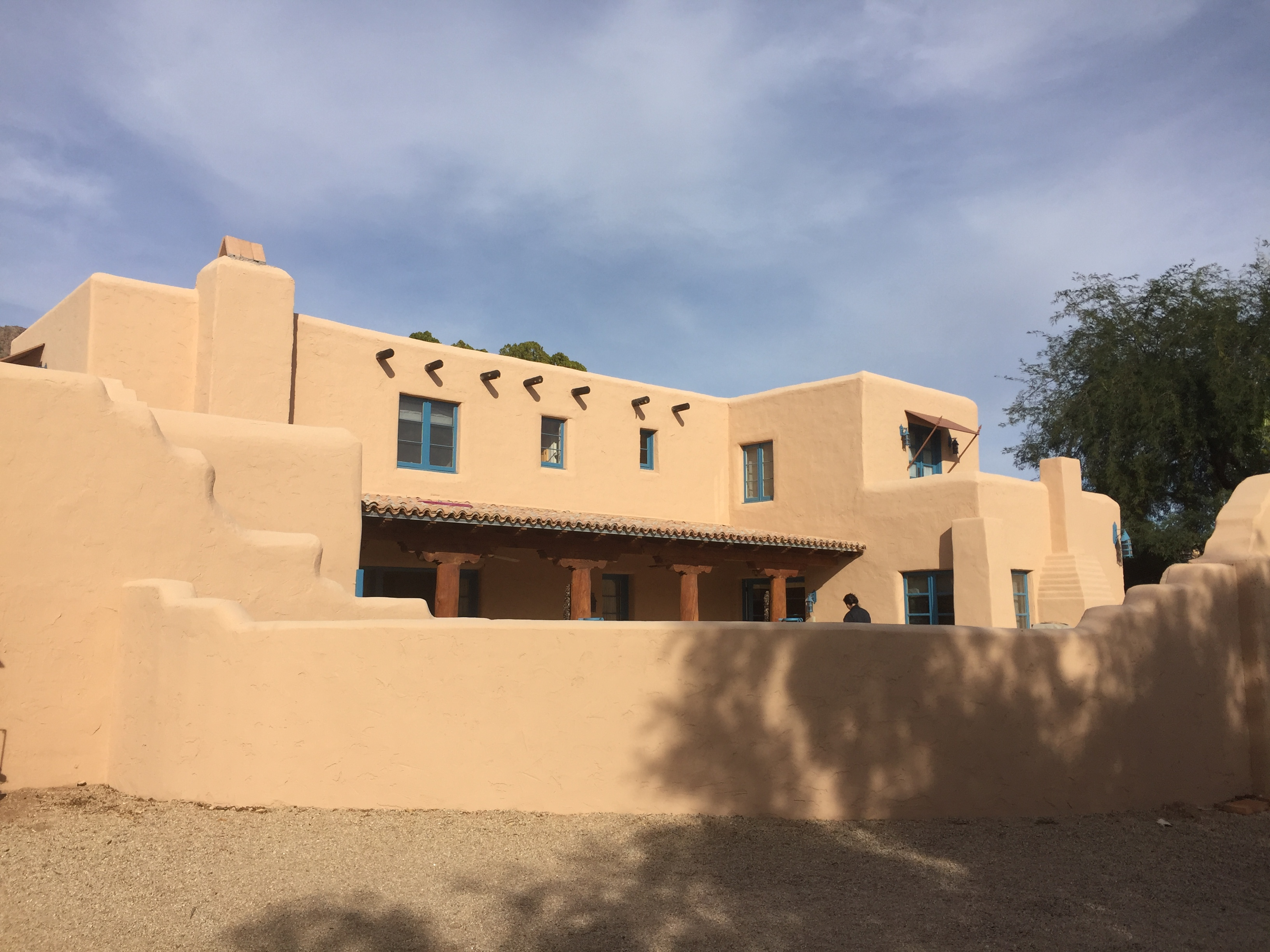 Adobe pueblo revival downtown historic phoenix real estate for Adobe home construction